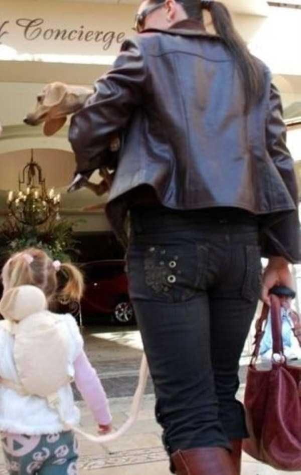 kids-on-leashes (27)