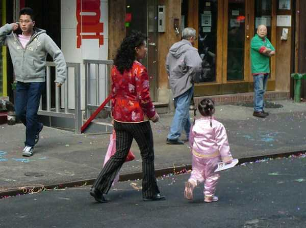 kids-on-leashes (29)
