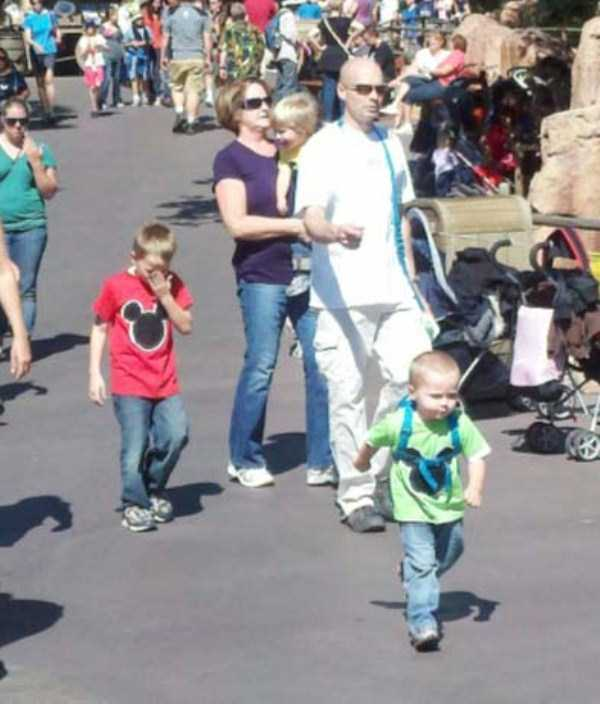 kids-on-leashes (33)
