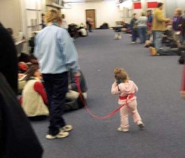 kids-on-leashes (35)