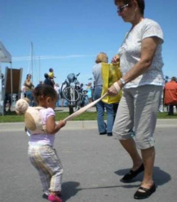 kids-on-leashes (9)