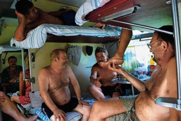travelling-by-russian-second-class-train (1)