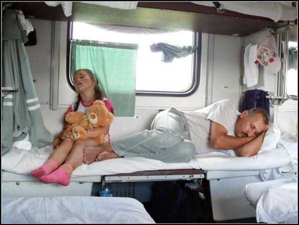 travelling-by-russian-second-class-train (18)