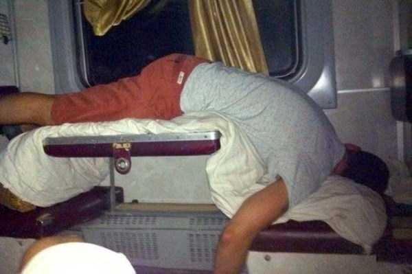 travelling-by-russian-second-class-train (26)