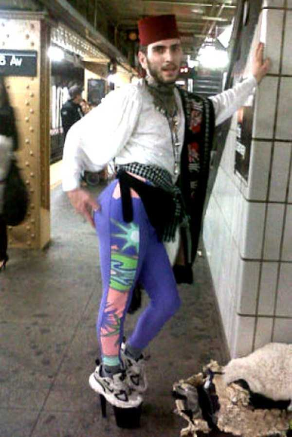 wtf-people-on-the-subway (11)