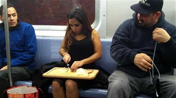 wtf-people-on-the-subway (9)