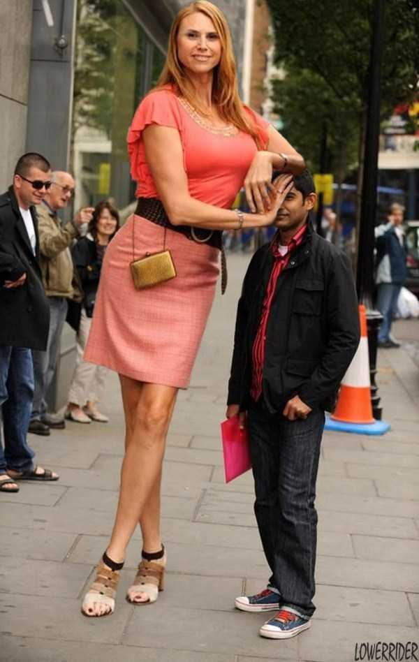 Amazon-Eve-babezilla-tallest-model-in-the-world (1)
