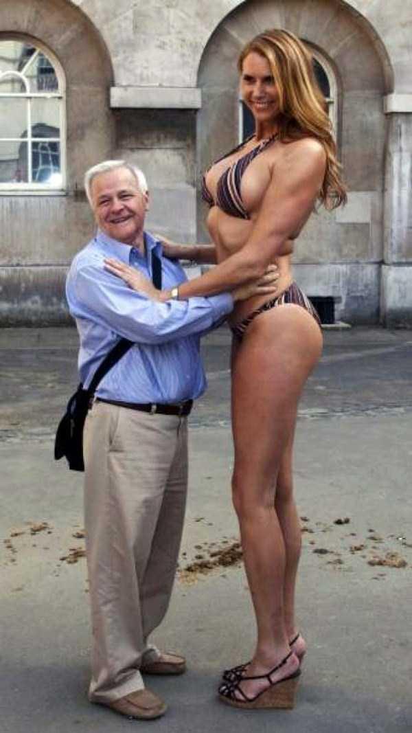 Amazon-Eve-babezilla-tallest-model-in-the-world (12)