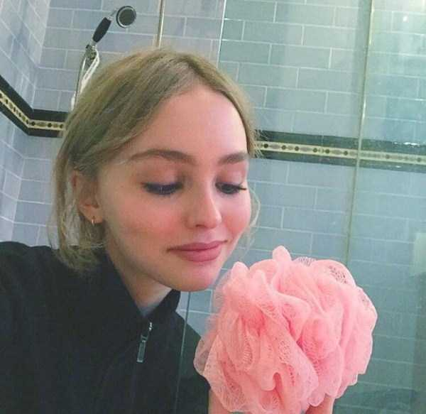 Lily-Rose-Melody-Depp (22)