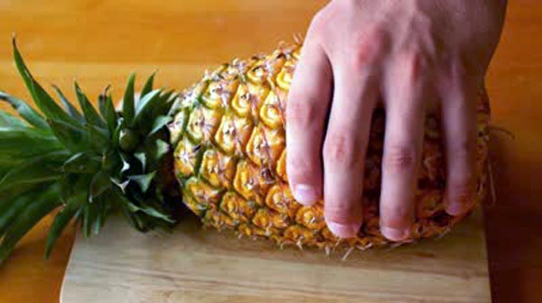 How to Properly Cut Up a Pineapple (10 photos) 11