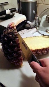 How to Properly Cut Up a Pineapple (10 photos) 2