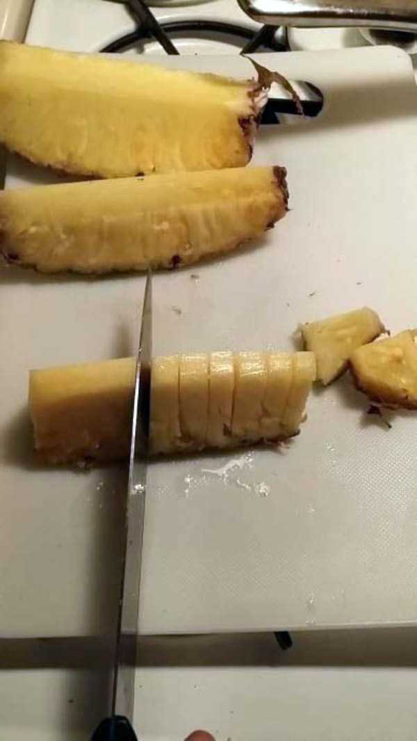 best-way-to-cut-a-pineapple (8)