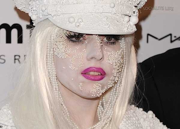 bizarre-photos-of-lady-gaga (2)