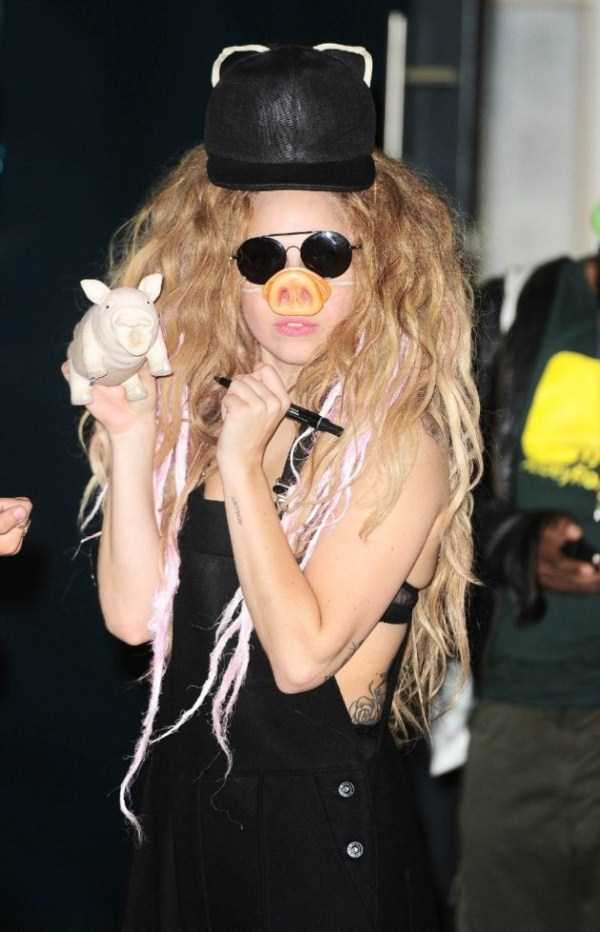 bizarre-photos-of-lady-gaga (41)