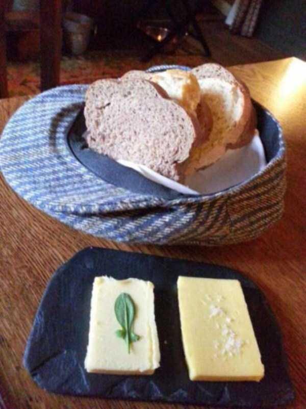 bizzare-way-to-serve-food-in-restaurant (18)