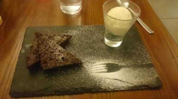 bizzare-way-to-serve-food-in-restaurant (5)