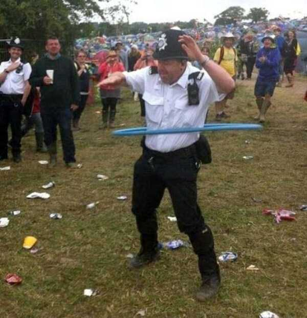 crazy-things-seen-at-concerts (27)