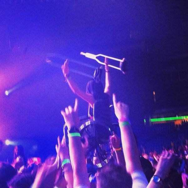 crazy-things-seen-at-concerts (3)
