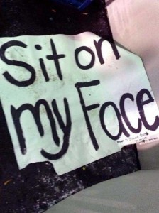 25 Funny and Creative Concert Signs (25 photos) 10