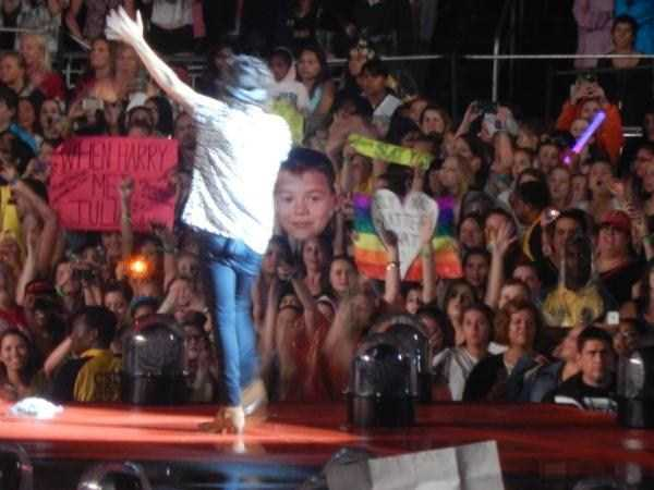 funny-concert-signs (12)
