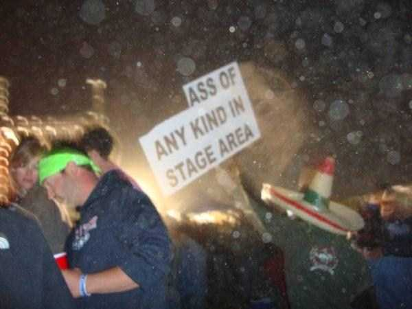 funny-concert-signs (14)