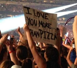 25 Funny and Creative Concert Signs (25 photos) 18