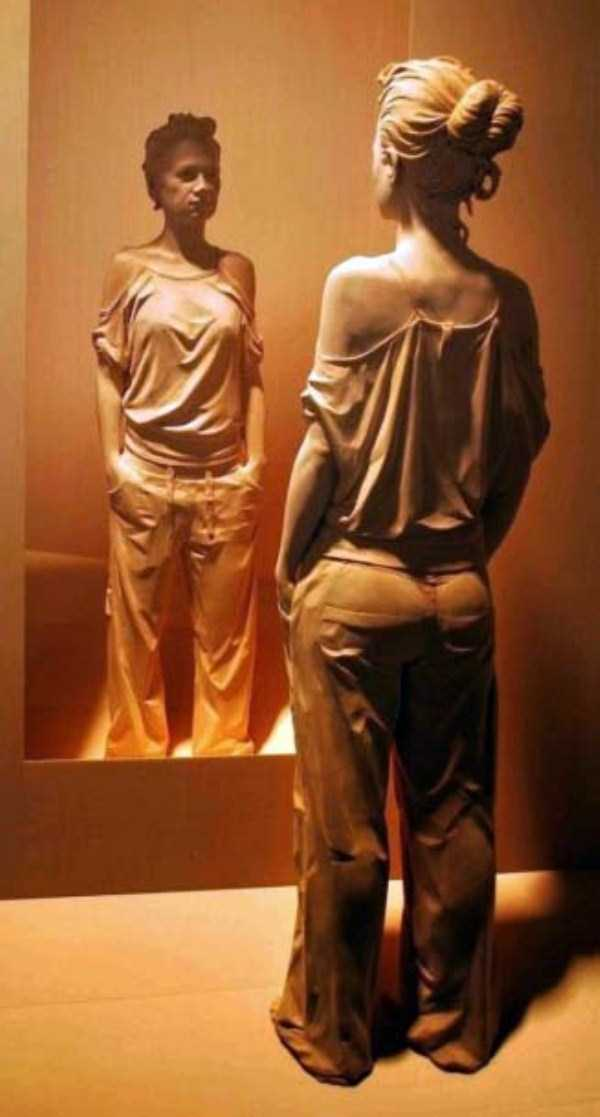 human-shaped-wood-sculptures (1)