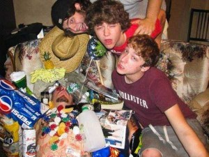 Heavily Drunk Party People (34 photos) 12