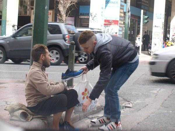 new-pair-of-sneakers-for-homeless-man (1)
