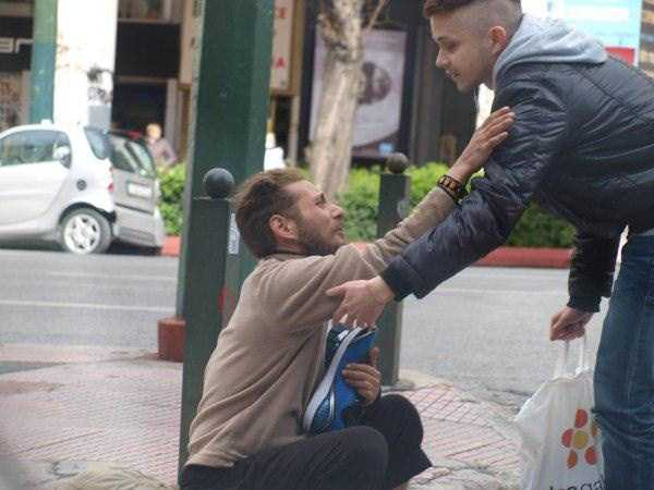 new-pair-of-sneakers-for-homeless-man (3)