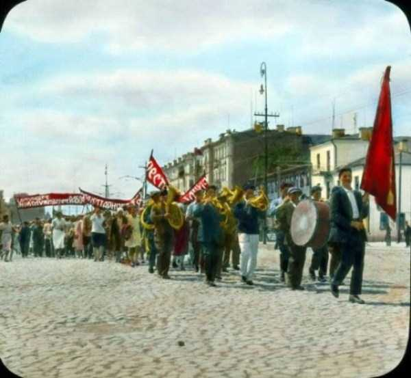 old-photos-of-1931-moscow-in-color (23)