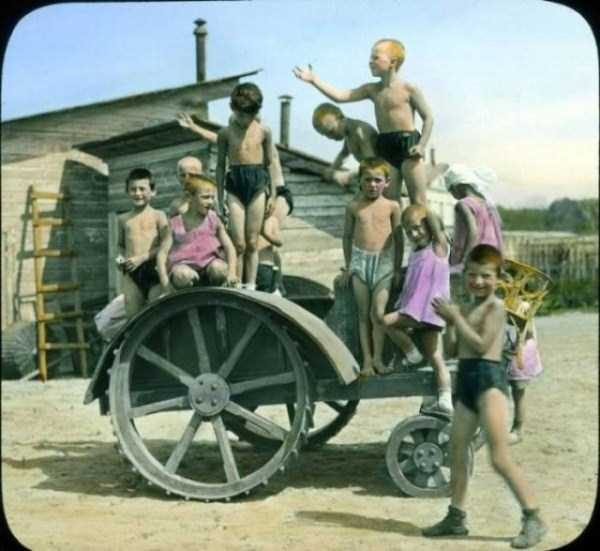 old-photos-of-1931-moscow-in-color (39)