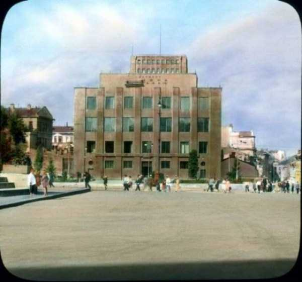 old-photos-of-1931-moscow-in-color (54)