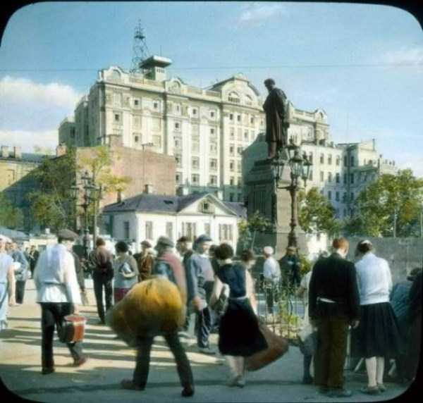 old-photos-of-1931-moscow-in-color (61)