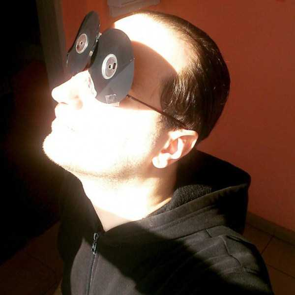 watching-the-solar-eclipse (24)