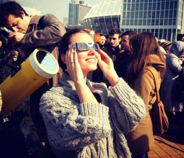 watching-the-solar-eclipse (33)