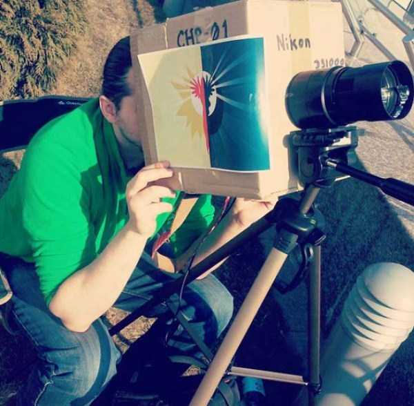 watching-the-solar-eclipse (39)