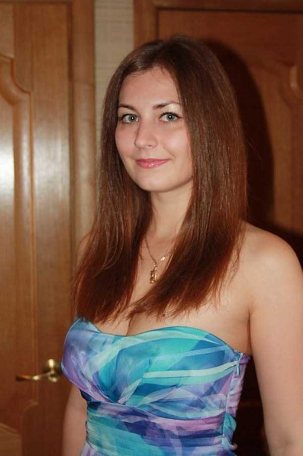 Yuliya-Dmitrieva-sexy-high-school-teacher (4)