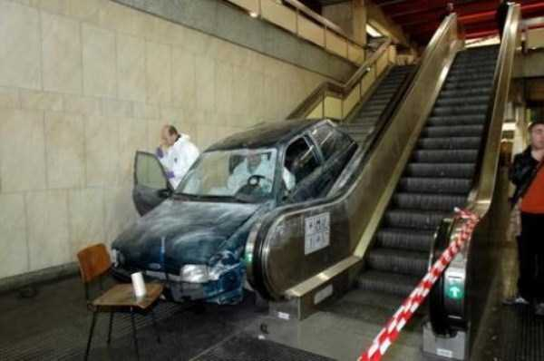 cars-in-bizarre-situations (1)