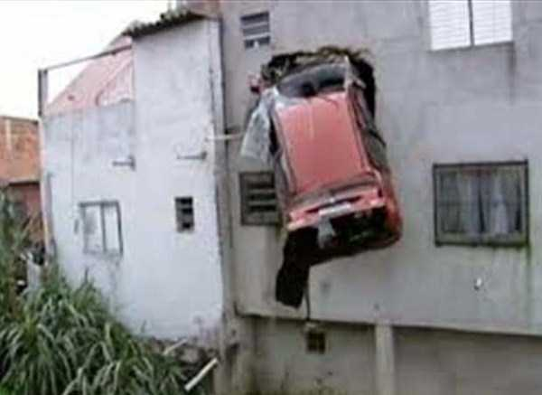 cars-in-bizarre-situations (10)