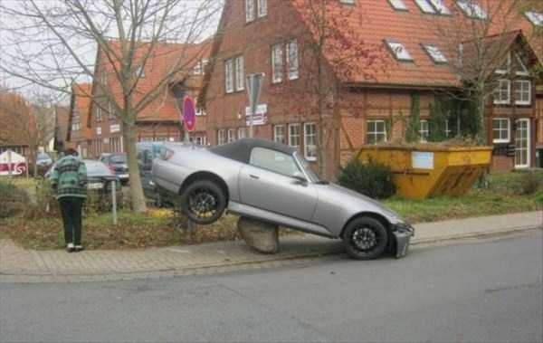 cars-in-bizarre-situations (15)