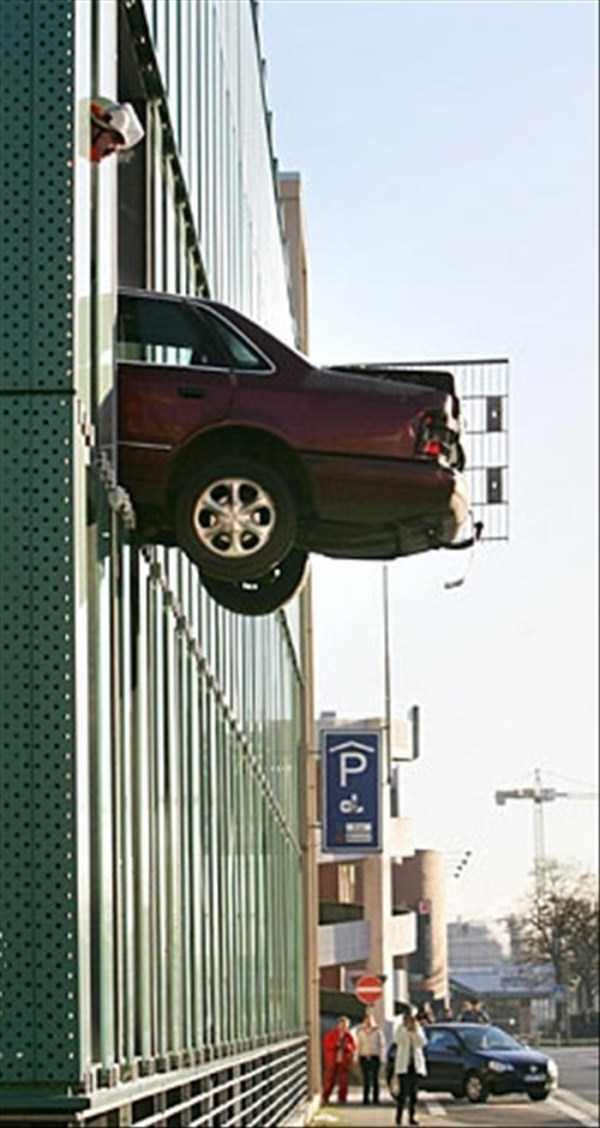 cars-in-bizarre-situations (16)