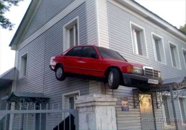 cars-in-bizarre-situations (19)
