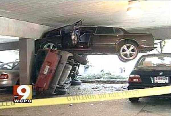 cars-in-bizarre-situations (2)