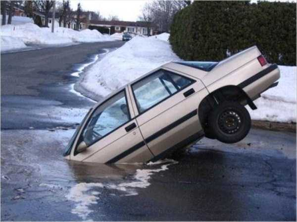 cars-in-bizarre-situations (20)