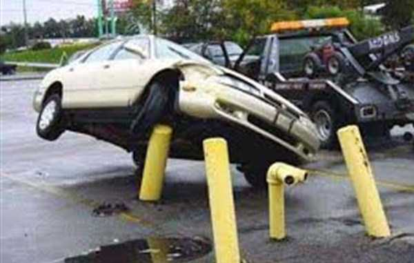 cars-in-bizarre-situations (21)