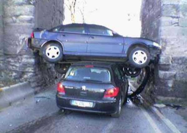 cars-in-bizarre-situations (23)