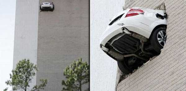 cars-in-bizarre-situations (24)