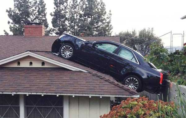 cars-in-bizarre-situations (31)