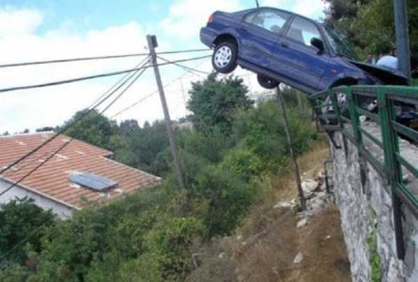 cars-in-bizarre-situations (32)